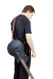 Mann auf einem weißen Hintergrund Ausführender mit einer elektrischen Gitarre stockbild