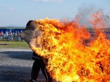 Mann auf Feuer Stockfotos