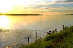 Mann auf Flussufer der Mekong Rive Stockbilder