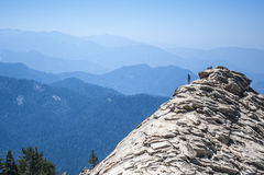 Mann auf großem Baldy Ridge Stockfotos