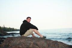 Mann auf Lake- Superiorufer Lizenzfreie Stockfotografie