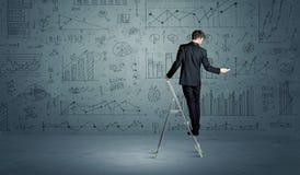 Mann auf Leiterzeichnungsdiagrammen Stockfotografie