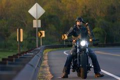 Mann auf Motorrad Lizenzfreies Stockfoto