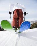 Mann auf Skis. Lizenzfreies Stockfoto