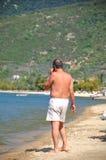 Mann auf Strand Stockfotografie