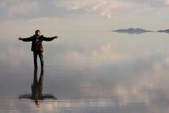 Mann auf Wasser Stockfotografie