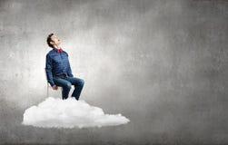 Mann auf Wolke Stockfotos