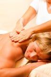Mann bei Wellness und Massage Royalty Free Stock Photography