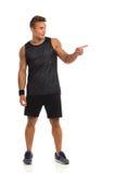 Mann beim Sport-Kleidungs-Zeigen Lizenzfreies Stockfoto
