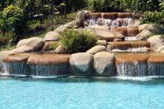 Mann-bilden Sie Wasserfall Lizenzfreies Stockfoto