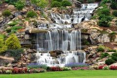 Mann bildete Wasserfall Lizenzfreie Stockfotos