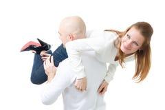 Mann cary seine Freundin Stockfotografie