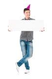 Mann con el tablero en blanco blanco Imagenes de archivo