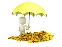 Mann 3D, der Regenschirm über Stapel von Goldmünzen hält Lizenzfreies Stockfoto