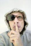 Mann in defekten Gläsern stockbild