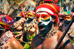 Mann in den Farben in Papua-Neu-Guinea Stockfotografie