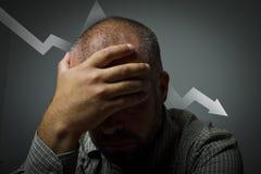 Mann in den Gedanken. Rezession stockfotos