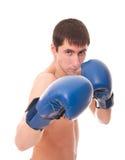 Mann in den Handschuhen eines Verpackens Stockfoto