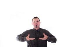 Mann in den Hemd- und Bindungsproduktplatzierungshänden Stockbilder