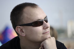 Mann in den sunglass Lizenzfreie Stockbilder