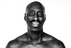 Mann der afrikanischen Abstammung in einem Trieb Stockbilder