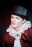 Mann, der als Vampir für trägt   Halloween lizenzfreies stockfoto