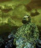 Mann in der Anti-Gasschablone Stockbild