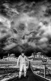 Mann, der auf Datenbahn zur Hölle trampt Stockfotografie