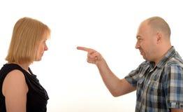 Mann, der auf eine Frau zeigt stockfoto