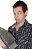 Mann, der auf einem Eisen und einem Wundern schaut stockbilder