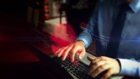 Mann, der auf Tastatur mit Hacker- und Schädelhologramm schreibt stock video footage