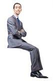Mann, der auf virtuellem Stuhl sitzt Stockfotografie