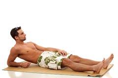 Mann in der Badebekleidung Stockfoto