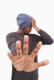 Mann in der Beaniehutholding teilen aus, um zu stoppen Stockfotos