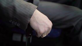 Mann, der Bus antreibt stock video footage