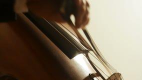 Mann, der Cello spielt stock video footage