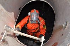 Mann in der chemischen Klage Stockfotografie