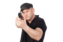 Mann, der das Gewehr, lokalisiert zeigt Fokus auf dem Gewehr Stockfotografie