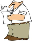 Mann, der das Papier liest Lizenzfreie Stockfotos