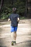 Mann, der in den Park läuft Stockfotografie