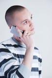 Mann, der durch Telefon spricht Lizenzfreies Stockbild