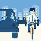 Mann, der ein Fahrrad reitet Lizenzfreies Stockbild