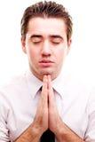 Mann, der ein Gebet bildet Stockbild