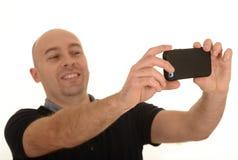 Mann, der ein Porträt mit einem Mobile nimmt Lizenzfreies Stockbild