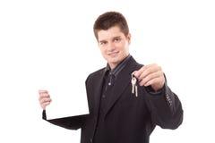 Mann, der eine Anschlagtafel anhält Lizenzfreie Stockbilder