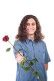Mann, der eine Rose gibt lizenzfreie stockbilder