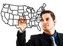 Mann, der eine USA-Karte zeichnet Lizenzfreies Stockbild