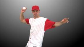 Mann, der einen Baseball wirft stock video footage