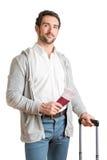 Mann, der in einen Flughafen wartet Lizenzfreies Stockfoto