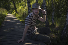 Mann, der einen Hut trägt Stockfoto